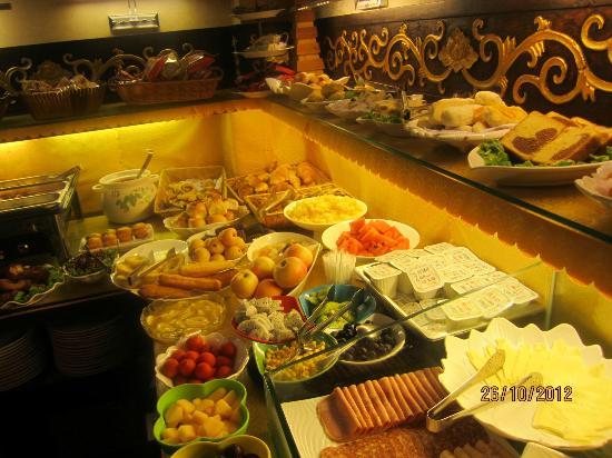 ดับเบิ้ล แฮปปี้เนส ปักกิ่ง คอร์ทยาร์ด โฮเต็ล: Traditional & Western Breakfast