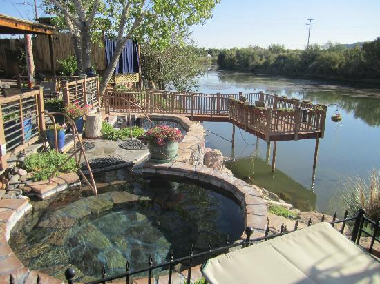 Riverbend Hot Springs: pool and river