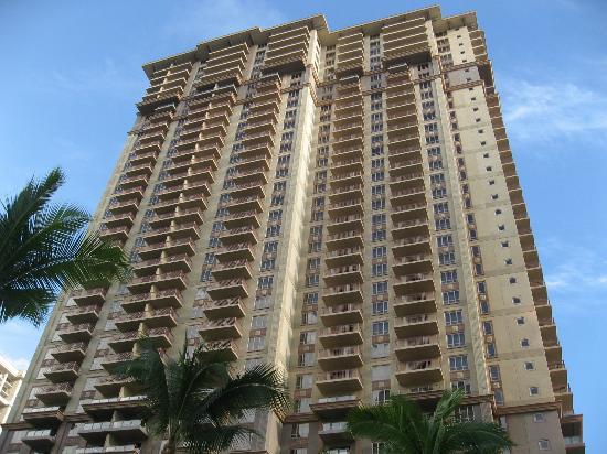 Grand Waikikian by Hilton Grand Vacations: 39階建の高層コンドミニアムです。