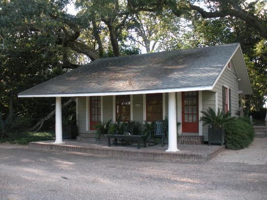 Rip Van Winkle Gardens: cottage that we rented