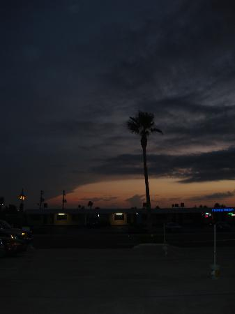Days Inn Daytona Oceanfront: sunset
