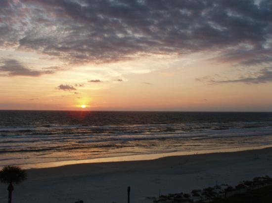 Days Inn Daytona Oceanfront: sunrise