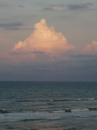 Days Inn Daytona Oceanfront: evening