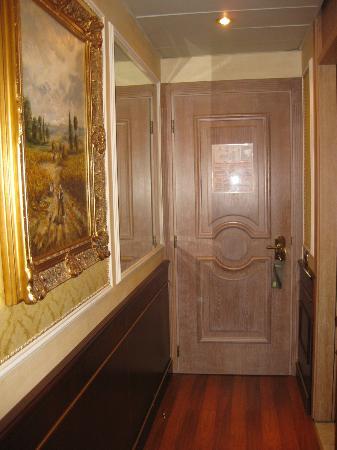 Grand Hotel Bristol: Room Entry