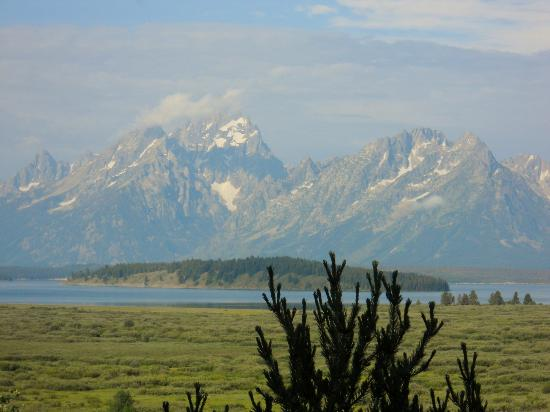 Jackson Lake Lodge: Mountains and Jackson Lake