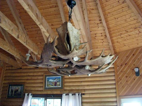Tuckamore Lodge: Antler chandelier