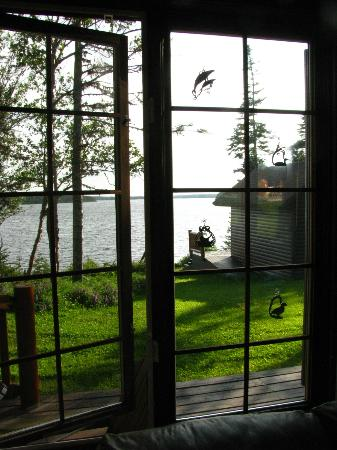 Tuckamore Lodge: Lake view from the living room