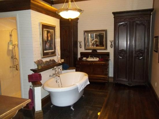 Henry Smith House: Master Suite Bath
