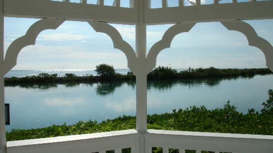 Hawks Cay Resort: Gazebo overlooking the water