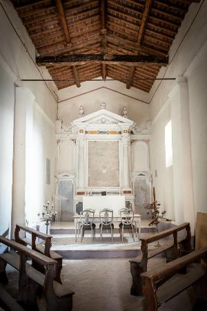 Pieve a Pava: Inside the chapel