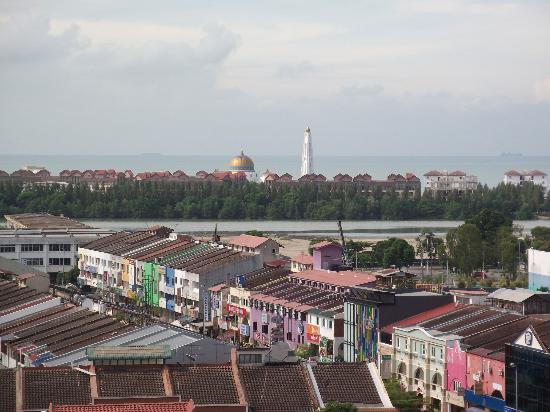 Hotel Equatorial Melaka: Balcony facing Straits of Malaccal
