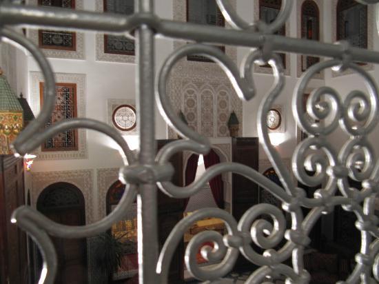 Riad La Perle De La Medina: 2階からサロン。