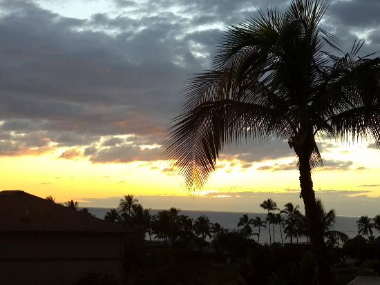 Maui Coast Hotel: Sunset view taken from our king suite room lanai