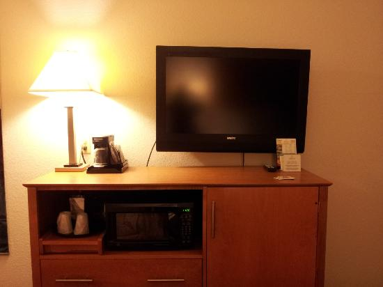 La Quinta Inn & Suites Norfolk Airport: TV/fridge/micro wave