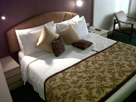 Hotel Kohinoor Continental: King size bed