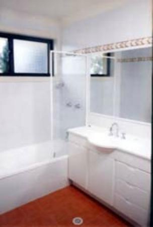 Hornsby Serviced Apartments: Bathroom
