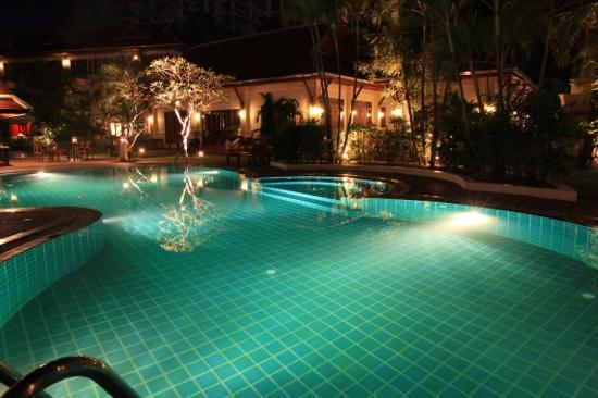 The Pe La Resort: Pool at night 2