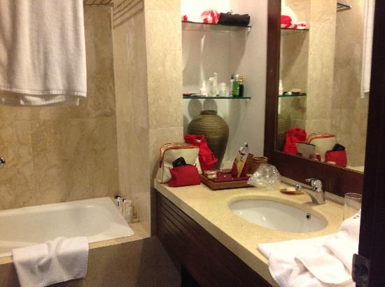 Bali Niksoma Boutique Beach Resort: Bathroom