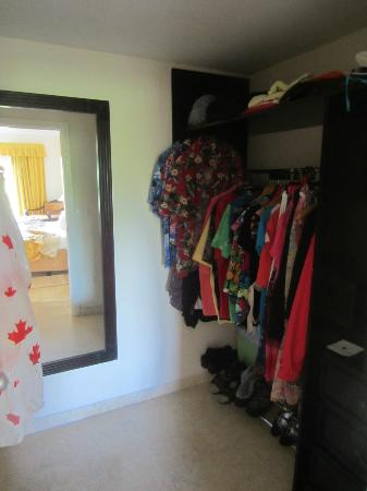 Iberostar Ensenachos: Suite walk-in closet