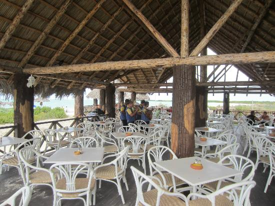 Iberostar Ensenachos: Megano Beach Bar and the merry minstrels