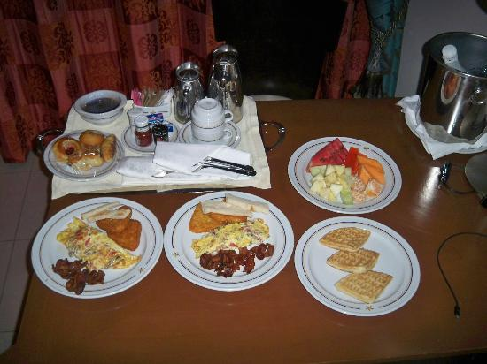 Iberostar Grand Hotel Rose Hall: Breakfast In Bed!