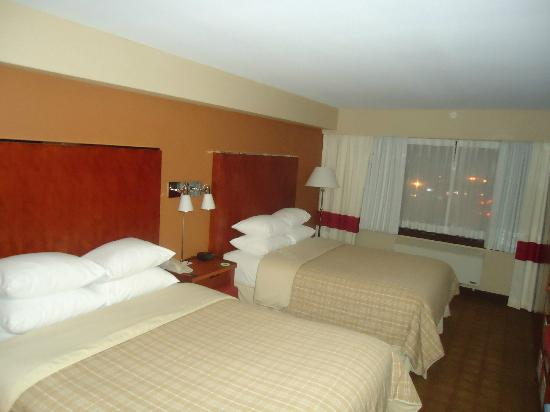 Four Points by Sheraton Kamloops: Two Queens room