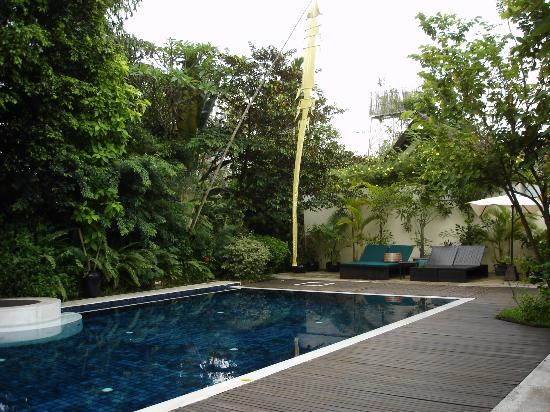Heritage Suites Hotel: Quiet and relaxing pool area