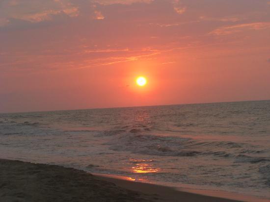 Diving Pelican Inn: Fantastic sunset