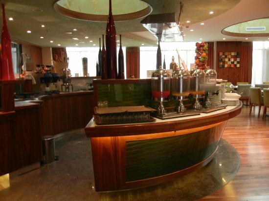 فندق رامادا شلسي: Breakfast buffet 