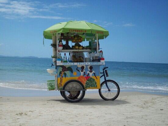 Mar de Canasvieiras Hotel & Eventos: carro de las Caipiras y tragos en gral, jugos tropicales también, bastante higiénico.