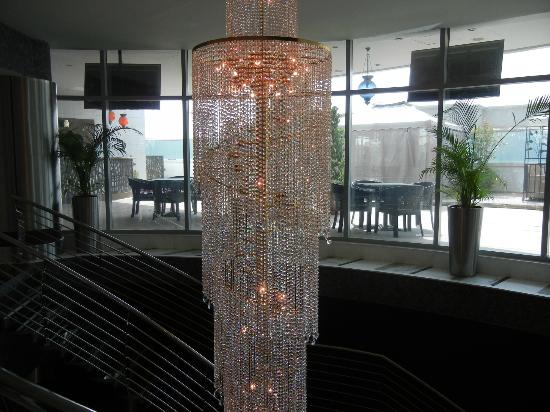Ramada Chelsea Al Barsha: Hotel Chandelier