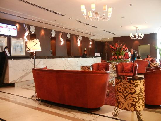 Ramada Chelsea Al Barsha: Hotel Lobby