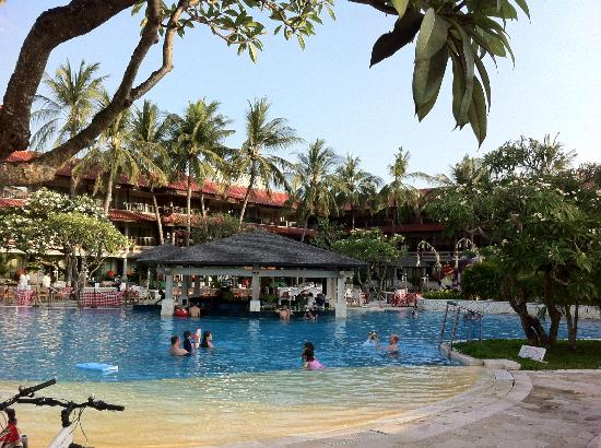Holiday Inn Resort Baruna Bali: nice sunny pool