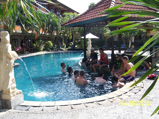 Adi Dharma Hotel: Refreshing Pool.