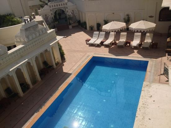 Hotel Swaroop Vilas: the pool view from the room