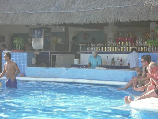 Allegro Playacar: bar a la piscine