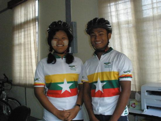 Mandalay, Birma: Guide and assistant guide