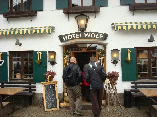 Restaurant Wolf: Wolf restaurrant exterior