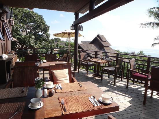 Bhundhari Spa Resort & Villas Samui: Breakfast area overlooking the sea