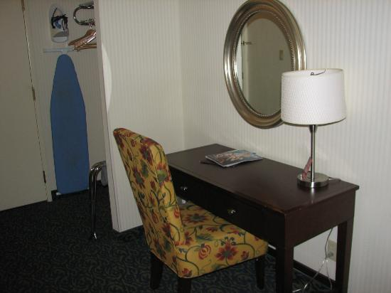 Main Street Station Hotel & Casino: Desk and Wall Safe (not shown)