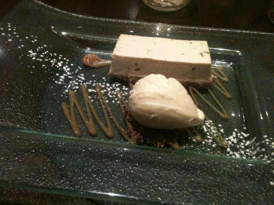 ART Restaurant: baileys cheesecake