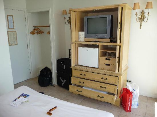 Aston Waikiki Beachside Hotel: TV