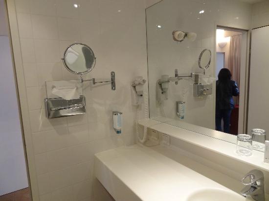 Austria Trend Parkhotel Schoenbrunn Vienna : bathroom
