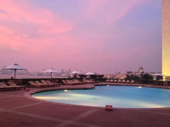 Trident, Nariman Point: the pool area at sunset