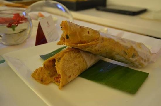 Trident, Nariman Point: yummy chicken wrap for dinner from room service