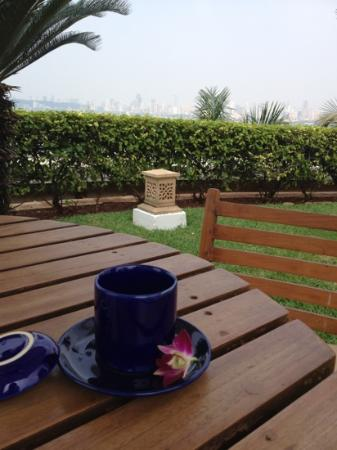 Trident, Nariman Point: enjoying a mint tea in the pool area after my spa treatment