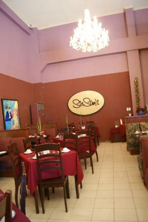 Sampaguita Gardens: sir sams restaurant/breakfast area