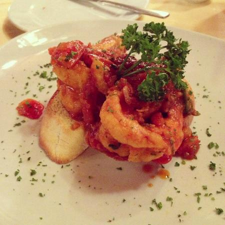 Giorgio Italian Resturant : Fired prawn w/ chili tomato sauce served with bread