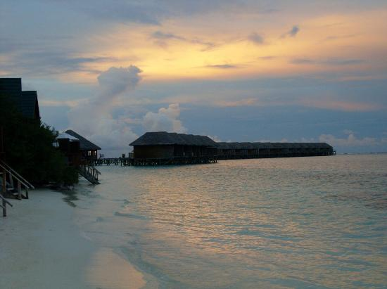 Meeru Island Resort & Spa: Sunset from Water Room on the beach