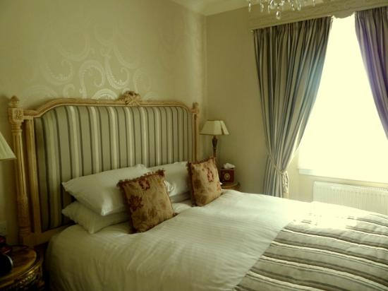 The Somerville: Bedroom of the Torwood Suite